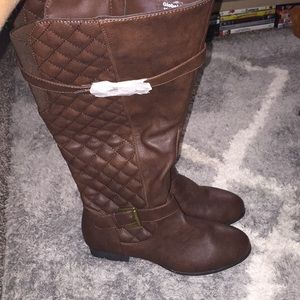 Brand new Womens vrown knee high boots..